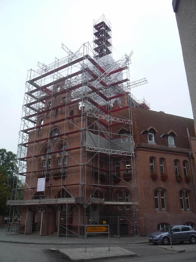 Fassadengerüste gebaut von Reiwand und Lobenstein Gerüstbauer in Potsdam
