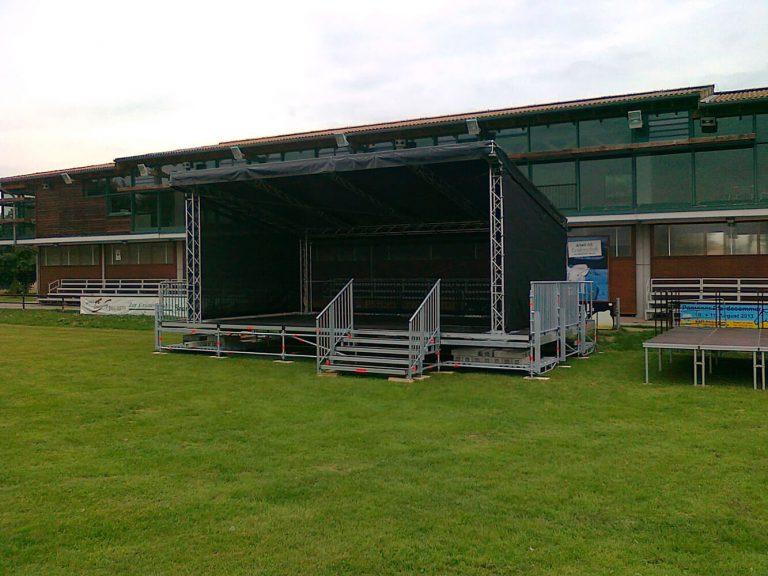 Bühnen und Tribuenen gebaut von Reiwand und Lobenstein Gerüstbauer in Potsdam