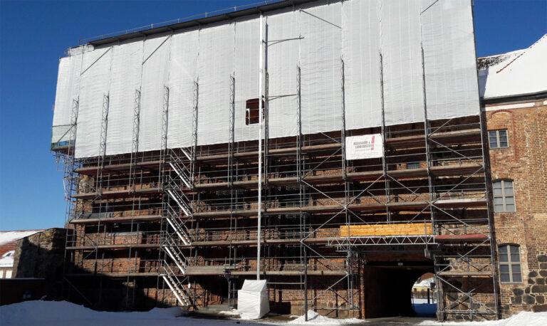 Ziesar Wetterschutz Gerüst gebaut von Reiwand und Lobenstein